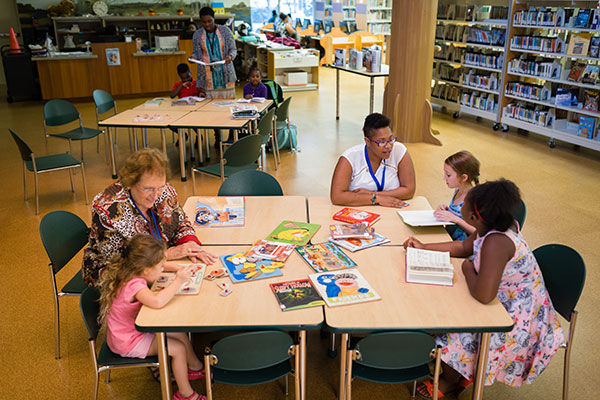 delray-beach-public-library-volunteer-img-1
